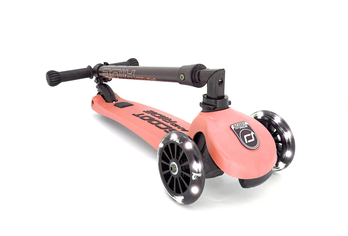 Scoot and Ride Highwaykick 3 LED Peach